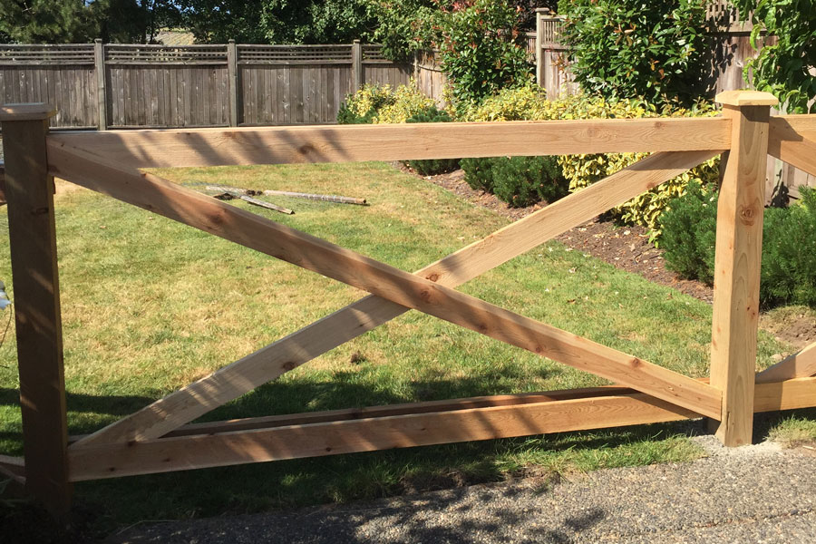 Cedar Fencing in North Vancouver BC
